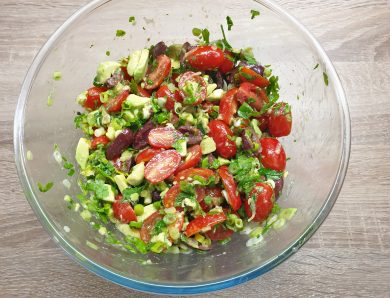 Salata cu avocado si masline