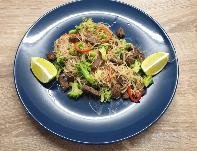 Noodles cu carne de vita si brocoli